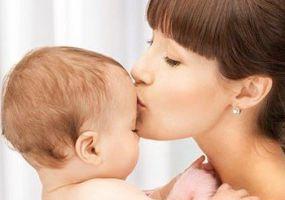 Как умыть ребенка от сглаза и очистить его энергию?
