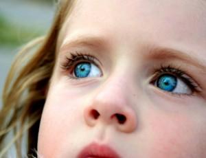 маленькая девочка с голубыми глазами сонник