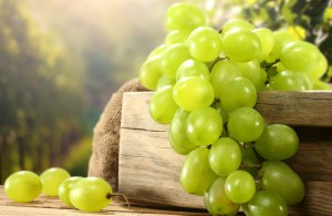 чему в снятся женщины винограднике к