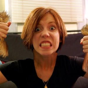 Почему ребенок рвет волосы на голове