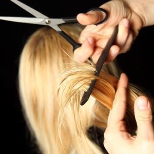 знакомая стрижет вам волосы снится к