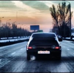 к чему снится ехать в машине со знакомым человеком