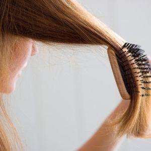 К чему снится расчесывать длинные волосы у себя на голове 33
