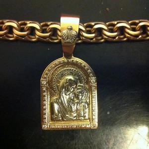 золотая цепочка с иконой