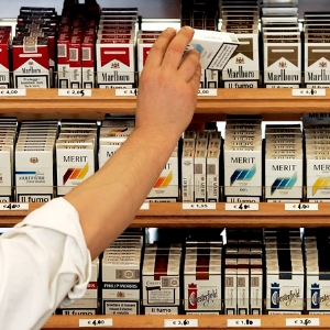 Покупать сигареты