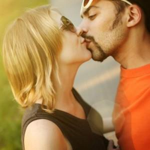 к чему снится поцелуй в щеку от знакомого парня