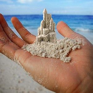 Играть с песком