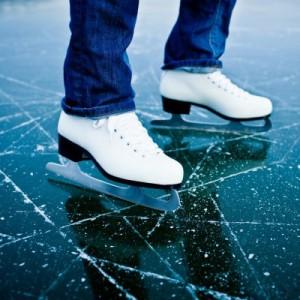 Кататься на коньках по льду