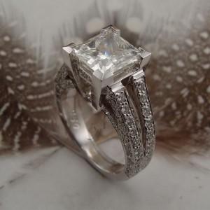 Принимать кольцо в подарок от мужчины