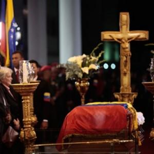 Присутствовать на похоронах