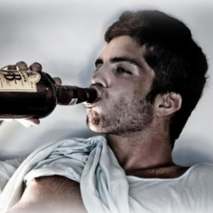 почему мужчина мочиться пьяным