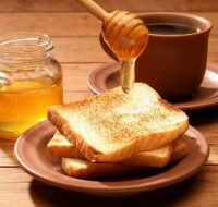 Узнаем, к чему снится сладкий и полезный мед. Предвестником каких новостей он бывает?