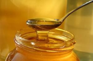 есть во сне мед ложкой