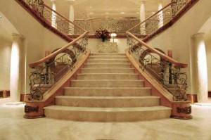 чему снится лестницу в подъезде к