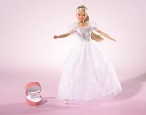 кукла в свадебном платье