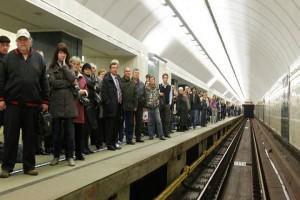 многолюдное метро