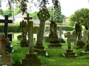снятся памятники и могилы