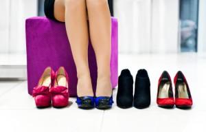 мерить в магазине обувь