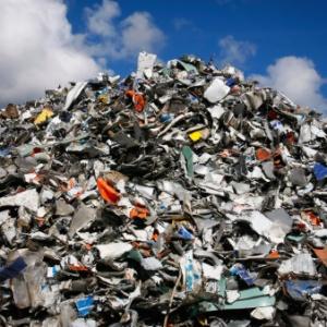 Обсудим к чему снится много мусора и как такие неприятные сны поясняет сонник?