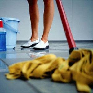 Мыть полы на работе квартире