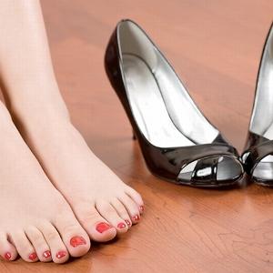 Одевать обувь – что предвещает такой сон