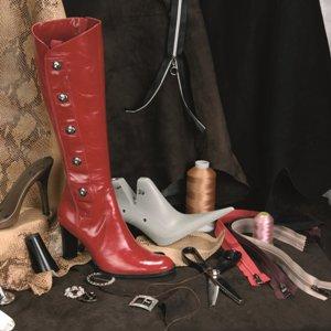 Увидеть потерю пары обуви и потом искать ее