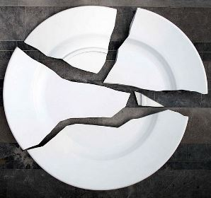 бьется посуда (тарелка)