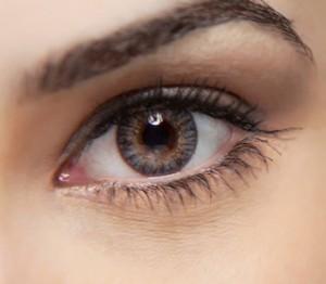 чешется левый глаз