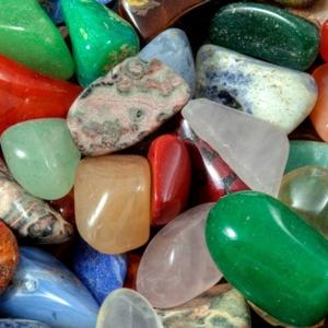 Как подобрать камень-оберег для девушки