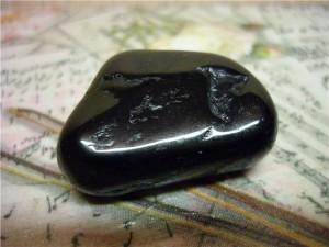 камень черный турмалин