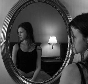 смотреть в зеркало ночью
