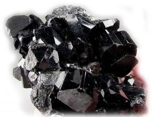 турмалин черного цвета