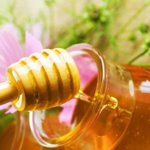 Как осуществляется колдовство на пчелиный мед