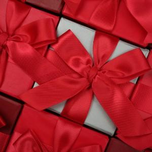 Как провести заговор на полученный подарок