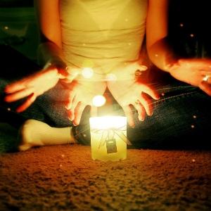 Проведение обряда на свечу