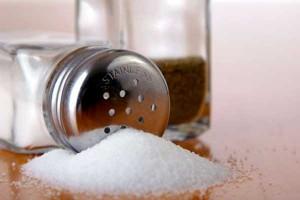 что означает рассыпать соль