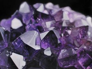 фиолетовые аметисты