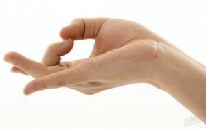 рука левая зудит