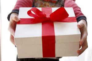 приметы можно ли дарить даренные подарки