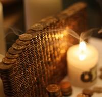 Заговор на деньги и удачу: читать в домашних условиях. Какие последствия могут быть?