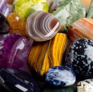 Талисманы по знакам зодиака и по дате рождения: личные камни-обереги