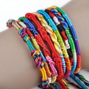 шнурки или браслеты на запястье