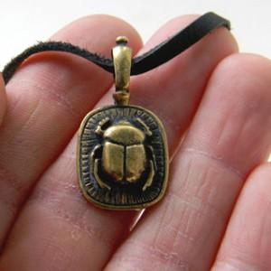 Талисман Жук Скарабей: значение символа древних египтян
