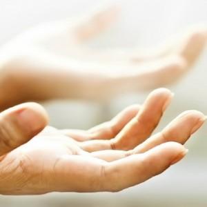 Как самостоятельно снять с себя сглаз или порчу в домашних условиях эффективными ритуалами?