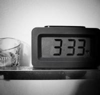 333: значение числа, выпавшего на часах и при разных жизненных ситуациях