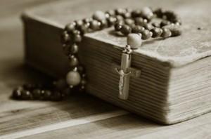 крест с бусами