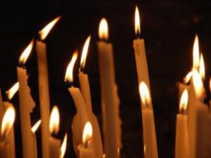 несколько церковных свечей